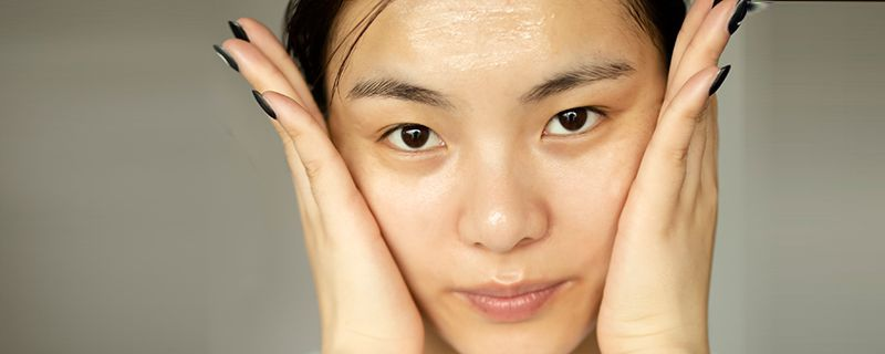 早上不洗脸对皮肤好吗 可能你的肤质不允许这样做-轻博客