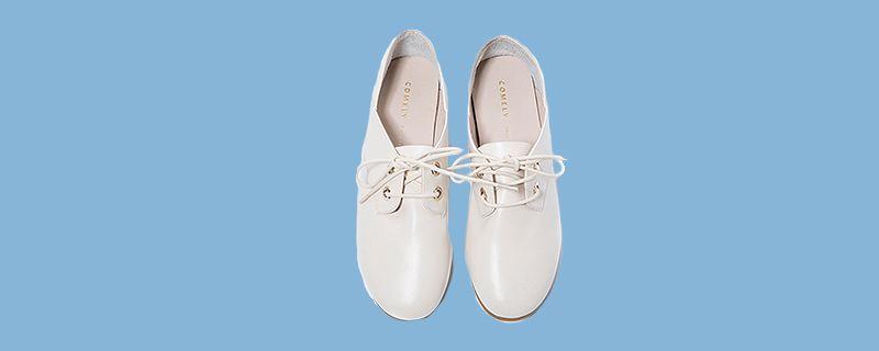 白色小皮鞋.jpg