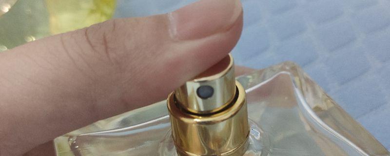 怎么区分香水真假图片