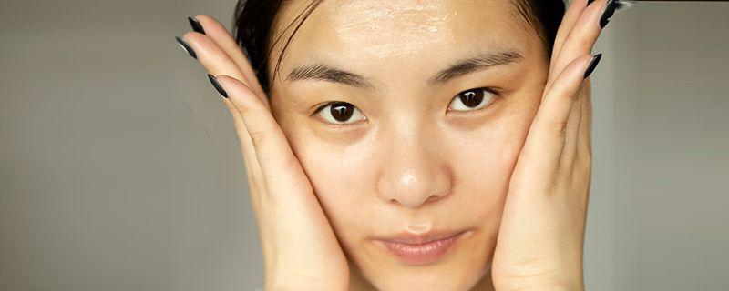 皮肤干燥掉皮屑是什么原因插图